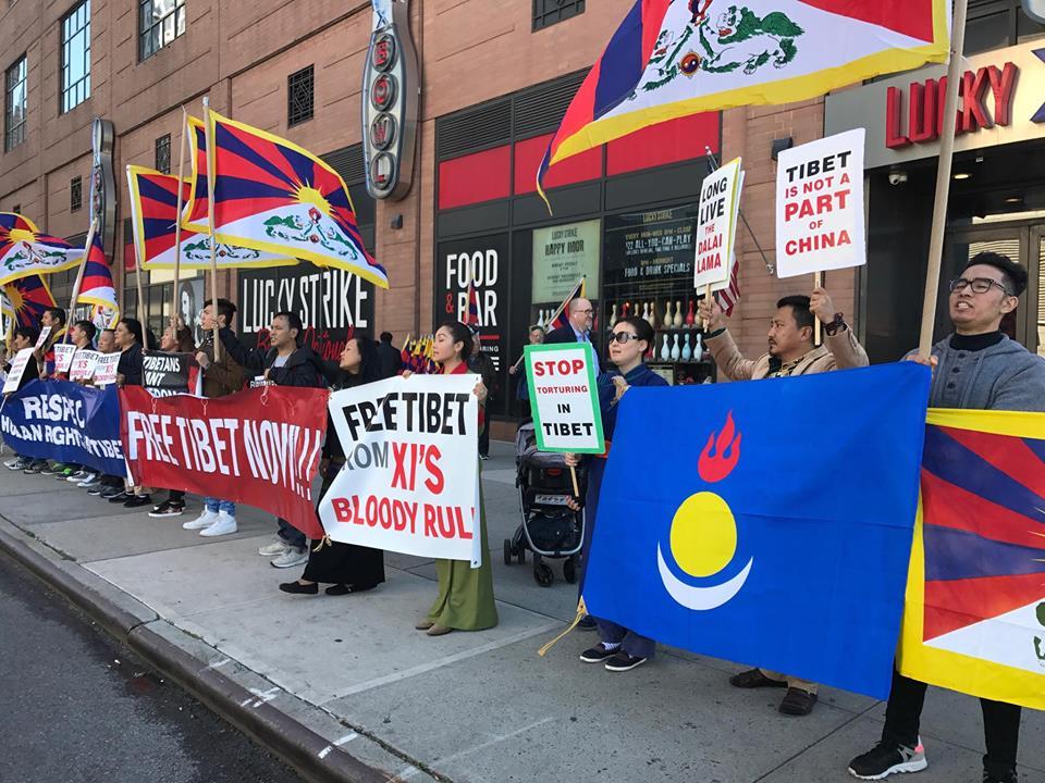 10月18日,吐蕃与南蒙古人在中国驻纽约总领事馆前的抗议活动