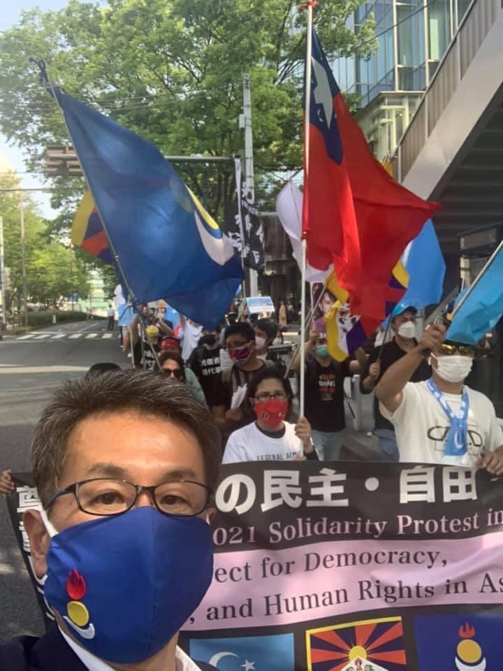 Ноён Такаши Нагао Токиод болсон цуглааны үеэр